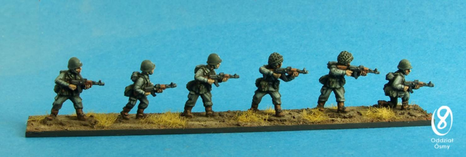Polish Infantry I (6 pcs) Cold War era Polish infantrymen armed with AK-47 rifles