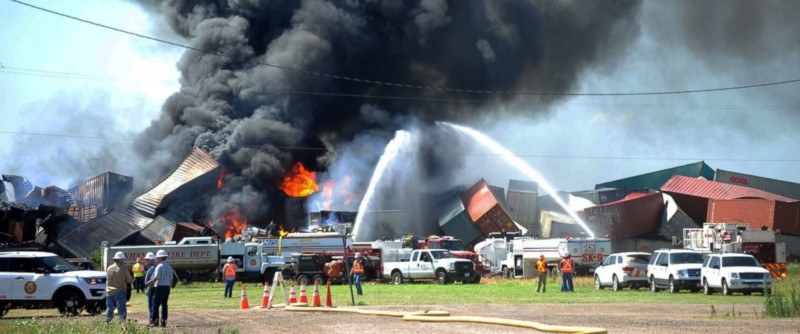 AP_Train_Collision_Texas_er_160629_12x5_1600-800x334